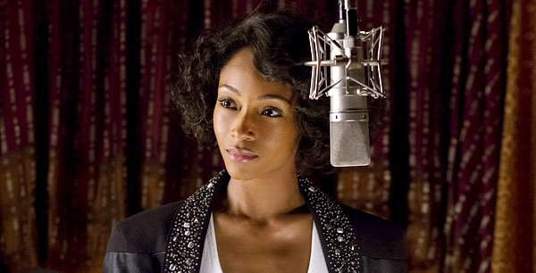 Yaya DaCosta v roli Whitney Houston